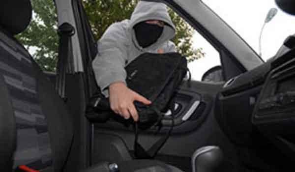 Antifurto auto - non lasciare oggetti incustoditi